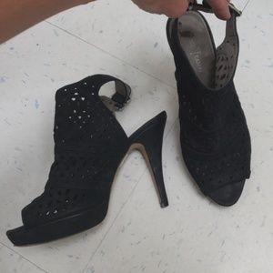 Vince Camuto leather peep toe heeled sandals, 9.5b